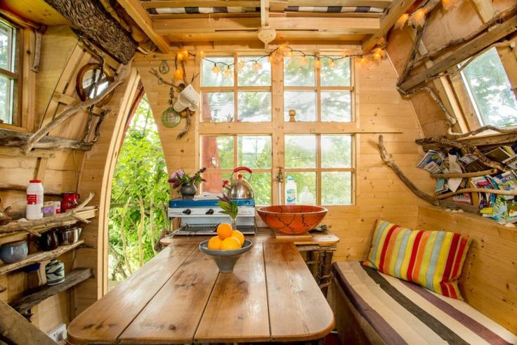 Tree Sparrow Treehouse (Cornwall, UK) – named after the feisty local birds, Tree Sparrow House is a compact wooden dwelling resting in a tree two meters above the ground. There is a kitchen, mezzanine bedroom and electricity so your stay is safe and comfy.