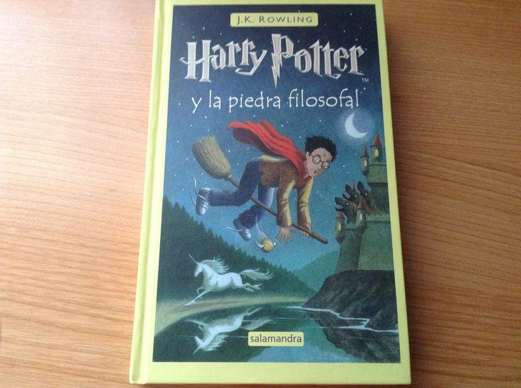 Es el primer libro de Harry Potter, os aconsejo que os lo leáis, ¡es mas chulo que la peli!