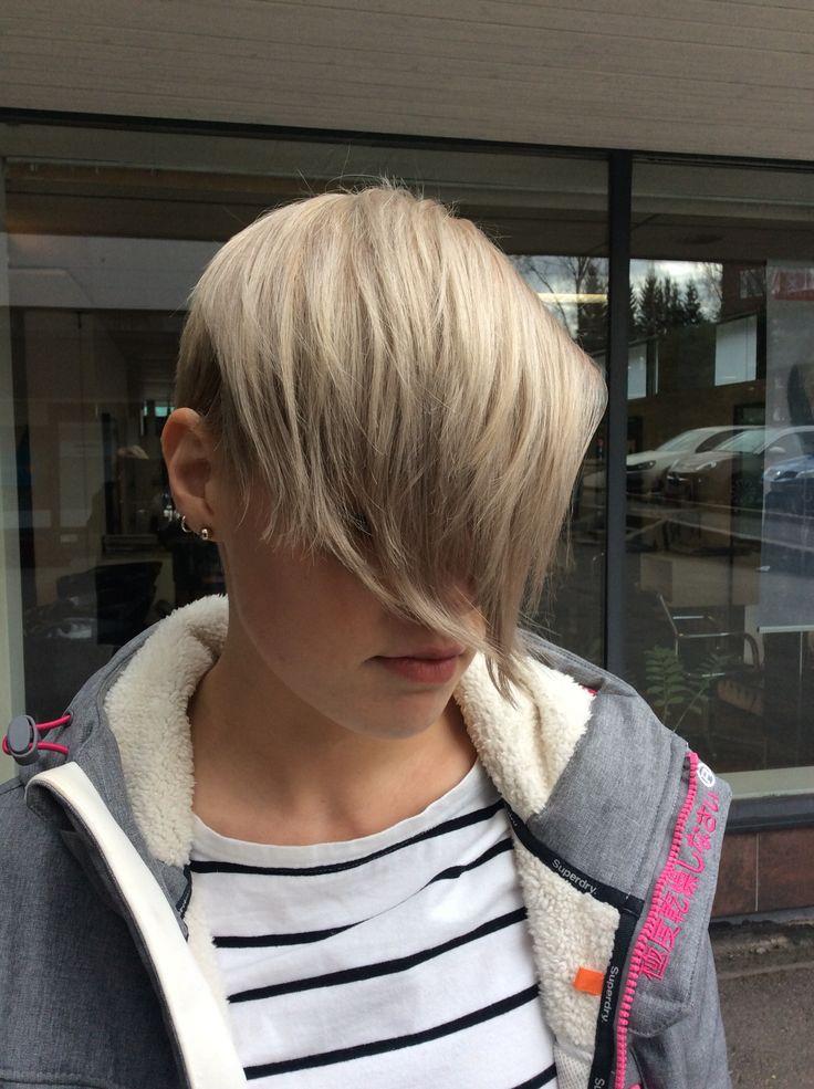Harmaat lyhyet hiukset - gray pixie