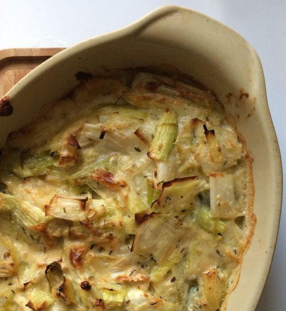 Ce gratin de poireaux a eu sa période de gloire il y a quelques années sur les blogs de cuisine et pour cause : déjà, c'est une recette de Jamie Oliver et surtout il est vraiment délicieuseme…