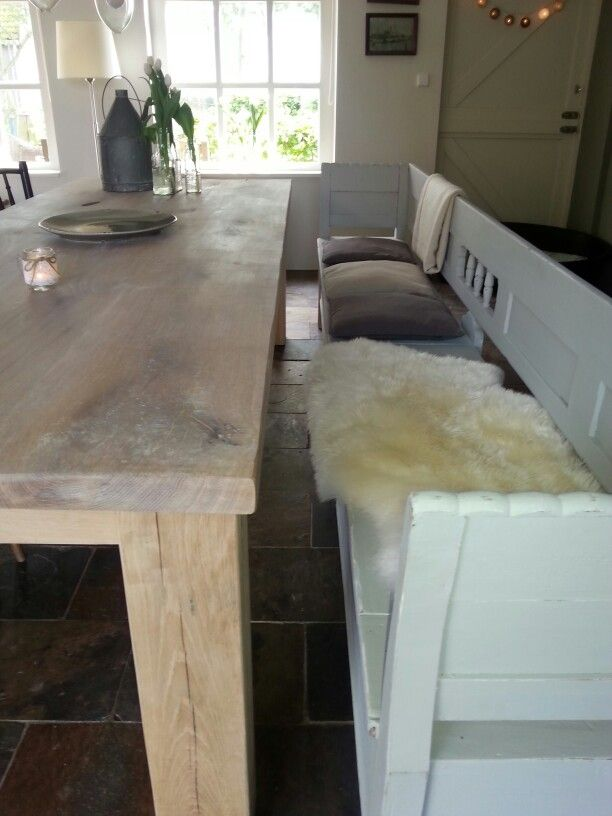 Stoere eiken tafel met klepbank