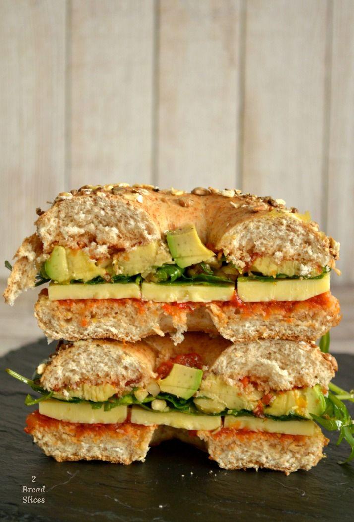 BAGEL DE AGUACATE, CHEDDAR Y RELISH DE TOMATE | 2 Bread Slices
