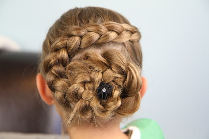 Dutch Braided {Pancaked} Flower hairstyle tutorial here...: Updo Hairstyle, Hair Styles, Girls Hairstyles, Girl Hairstyles, Dutch Flower, Flower Braids
