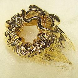 Miracle on 34th Street Replica Gold Wreath Ring: Christmas Ideas