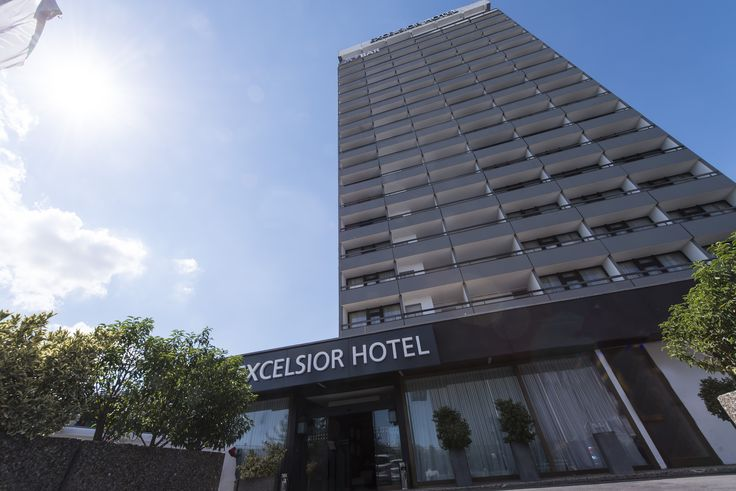 With 160 rooms in the heart of Ludwigshafen, the Hotel Excelsior Ludwigshafen offers exclusive comfort and in one of the best locations in the city. A 360° panorama view from the 17th floor of the hotel offers a view across the city and the Rhine-Neckar valley. The hotel in Ludwigshafen has a breakfast room and a cocktail bar. Guests can also make use of the car park and underground car park.