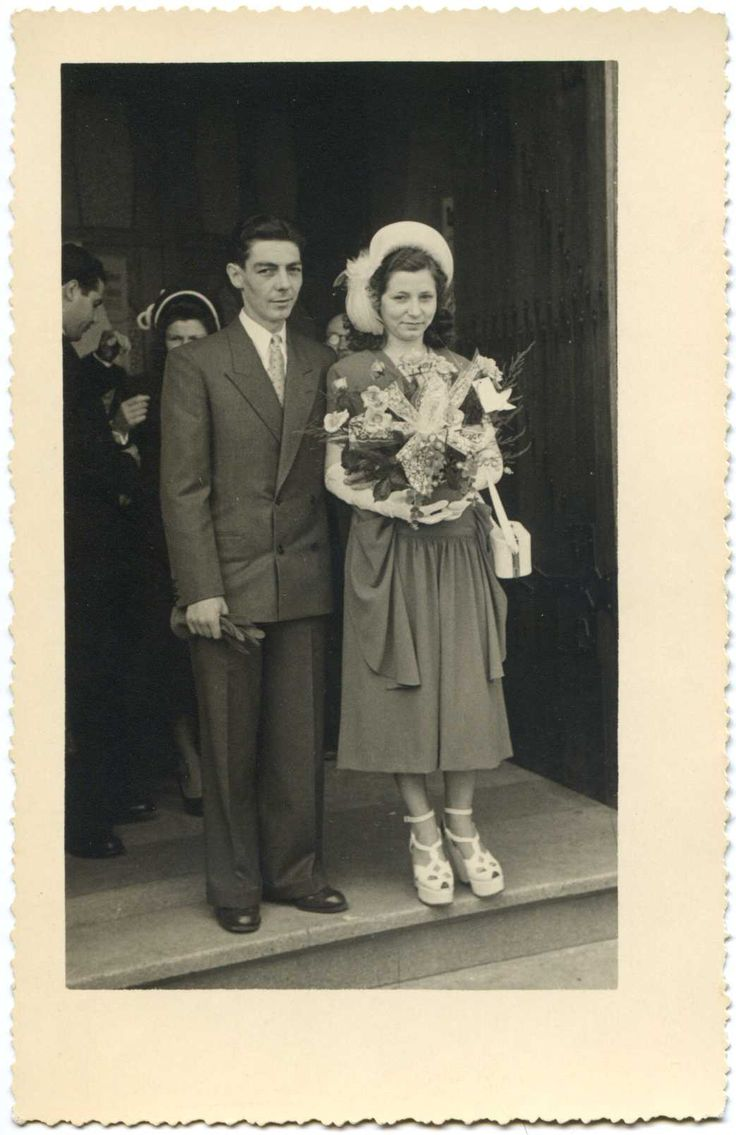 1940s wedding, look at the shoes!