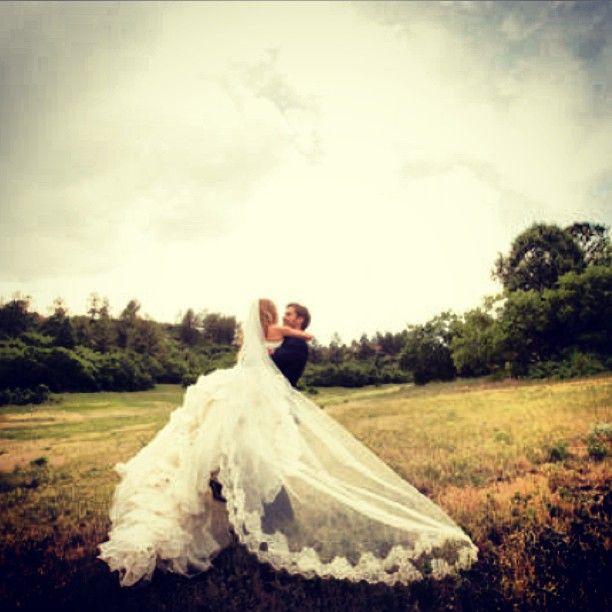 Oh my gosh, I love the dress/Vail!! Wow!! http://www.vadress.com/