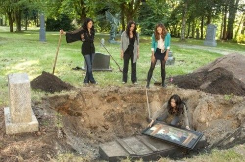"""Witches of East End Cast   Witches of East End RECAP 10/13/13: Season 1 Episode 2 """"Marilyn ..."""