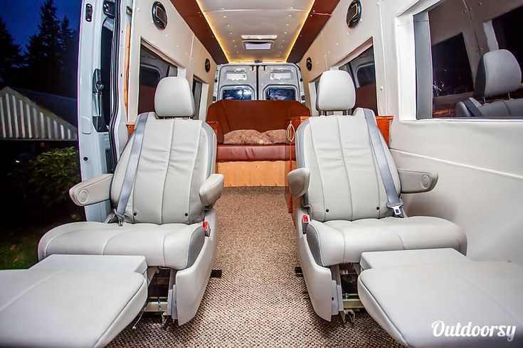 Seattle Mercedes Benz Sprinter Luxury Limo/RV Seats 8