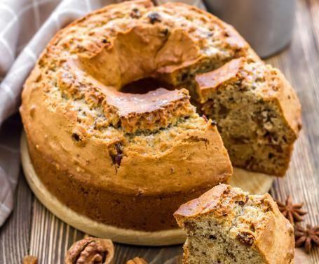 Un dolce rustico e particolarmente gustoso, dove le noci e la cannella vengono esaltate dal tocco dell'uvetta in un impasto soffice e fragrante.