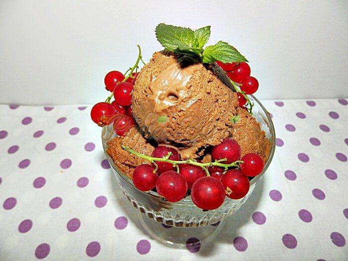 Reteta Inghetata cremoasa de ciocolata-vestita gelato italiana cred ca este cea mai buna si mai fina inghetata de ciocolata pe care am mancat-o vreodata! E cremoasa, se topeste-n gura