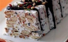 Meyveli bisküvili mozaik soğuk pasta