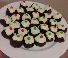 Mini Christmas Puddings: No cooking involved for this very simple recipe!. http://www.bakers-corner.com.au/recipes/puddings/mini-christmas-puddings/