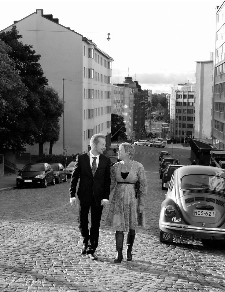 Miljööhääkuvaus Kallion kaduilla. #Häät #hääkuva #hääkuvaus #hääkuvaaja #Finland #Helsinki #Kallio #KallionKirkko #Hakaniemi #wedding #weddingphotography