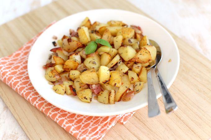 Zin om eens te variëren met aardappels? Kies dan voor aardappeltjes met spek en ui. Super lekker en heel erg simpel om te maken! Eet smakelijk.