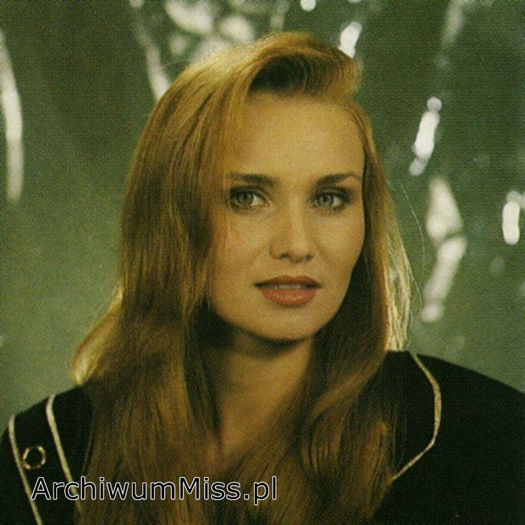 Pierwsza #MissPolski Ewa Szymczak 1990 #misspoland #winner #najpiekniejszapolka #themostbeautifulgirl  Autor zdjęcia: Jerzy Michalski