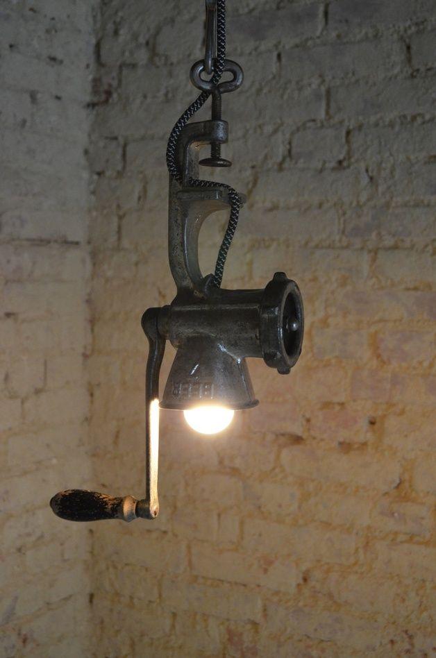 Rustikale Lampe aus recyceltem Fleischwolf