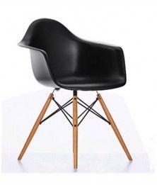 FAUTEUIL EAMES PLASTIC ARMCHAIR DAW  À l'occasion du concours « Low Cost Furniture Design » du Museum of Modern Art de New York, Charles et Ray Eames ont présenté les créations du Plastic Chair Group. Ces premiers sièges synthétiques de fabrication industrielle arrivèrent sur le marché en 1950.  Designer :CHARLES & RAY EAMES Marque :VITRA Couleur :NOIR Dimensions : L 62,5cm P 60cm H 80,5cm Assise 41,5cm  #Jbonet #design #Vitra