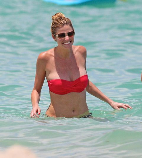 erin andrews bikini candid M3jiOgz.sized Erin Andrews REPLACES Brooke Burke On DWTS!