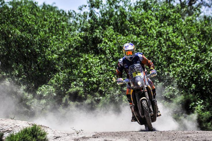 Après la victoire de Sherco lors de la première étape du Dakar 2017, KTM remet les pendules à l'heure : Toby Price, vainqueur en 2016, remporte la 2e étape en Argentine et prend la première place du classement général.