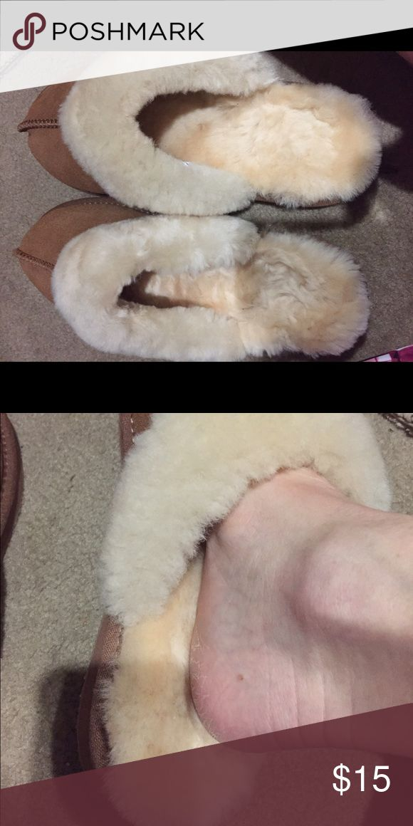 Like new shearling slippers Say size 5-6 but as seen in picture they are bigger than this.  I wear a7 1/2 and these are big Shoes Slippers