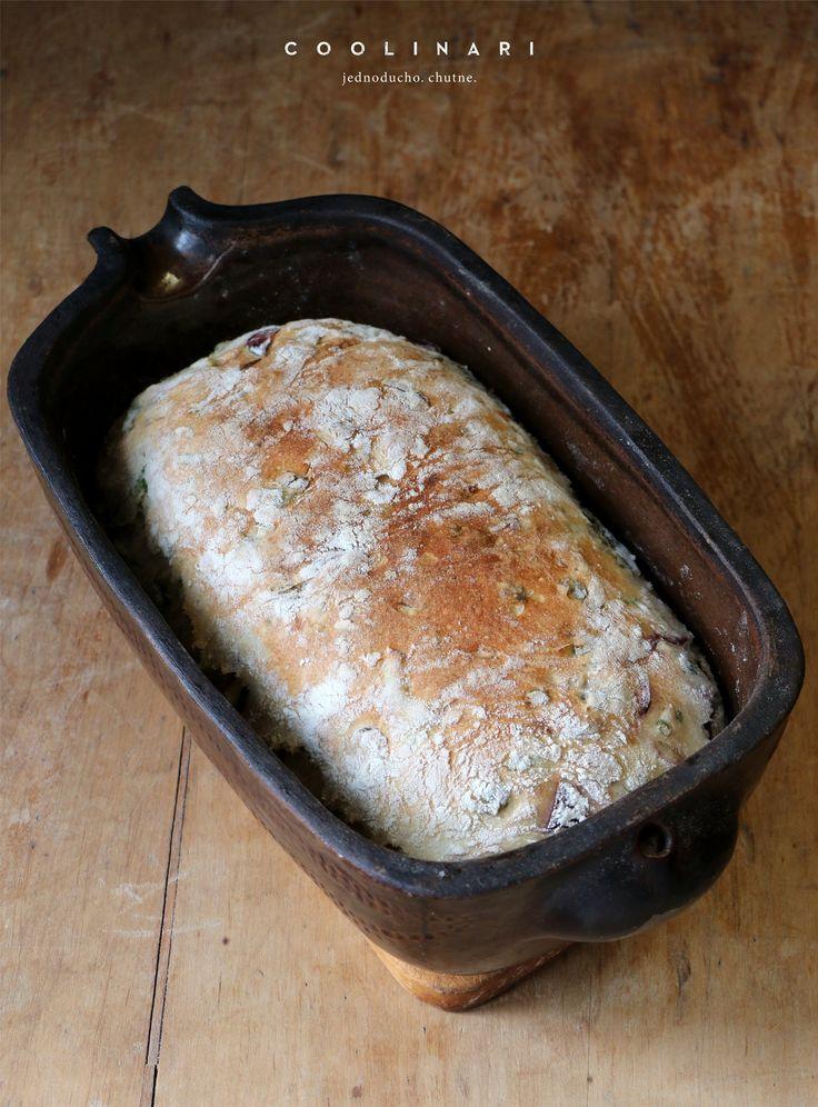 cibulový chléb s medvědím česnekem