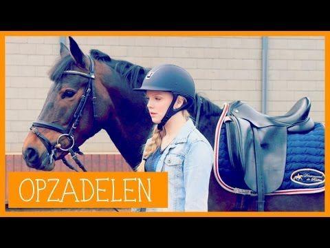 Paard opzadelen | PaardenpraatTV - YouTube