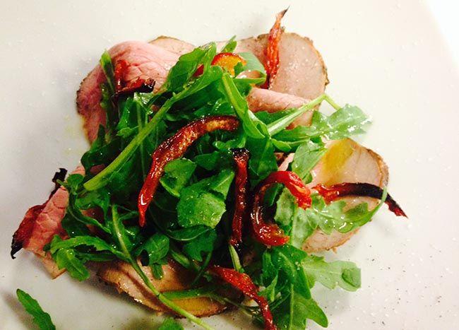 Roast beef con rucola e pomodorini secchi | Food Loft - Il sito web ufficiale di Simone Rugiati