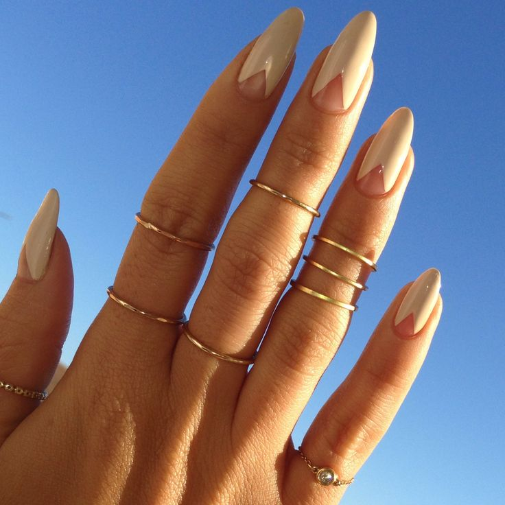 Nude triangle negative space | Cushnie et Ochs Nail Art Inspiration