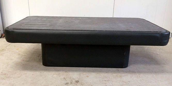 De Sede designtafel met granieten blad  De Sede salontafel.Het houten frame is bekleed met grijs leer en boven een granieten blad.Gebruikerssporen op het leer en het blad.Tafel is 1m33 breed68cm diep en 39 cm hoogBlad is 1m25 bij 60 en 2 cm dik.  EUR 1.00  Meer informatie