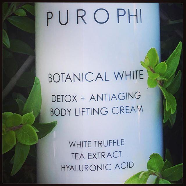 🍃Botanical White @purophi 🍃Body Lifting Cream 🍃#detox & #antiaging 🍃 Pregiato trattamento corpo al tartufo bianco. Ricco di amminoacidi, minerali ed oligoelementi dall'azione antiaging ed idratante 🍃#sogood 🍃 #purophi #lacosmeticabio #biobeauty #biocosmesi #ecobiocosmesi #ecobio #bioshopping #biochic #tartufobianco #acidoialuronico #liftingbodycream #bodycream #lifting #bodycare #bodycareroutine #bbloggers #bblogger #bblog #bioblogger #bio #bioprofumeriaonline