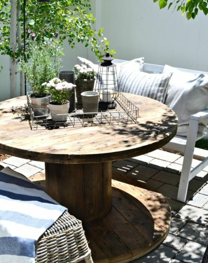 1001 Idees Astuces Brico Pour Creer Une Table En Touret Patio Diy Decor De Patio Petit Patio