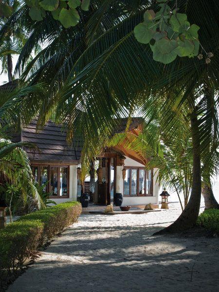 Palm Beach Resort & Spa Maldives  -->>> www.voyagewave.com