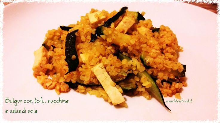 Bulgur con tofu, zucchine e salsa di soia