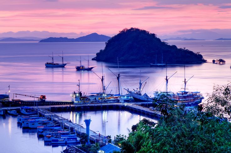 Planning a trip to Komodo National Park and thinking where to stay? Here are the best places to stay in Labuan Bajo from budget to luxury and...