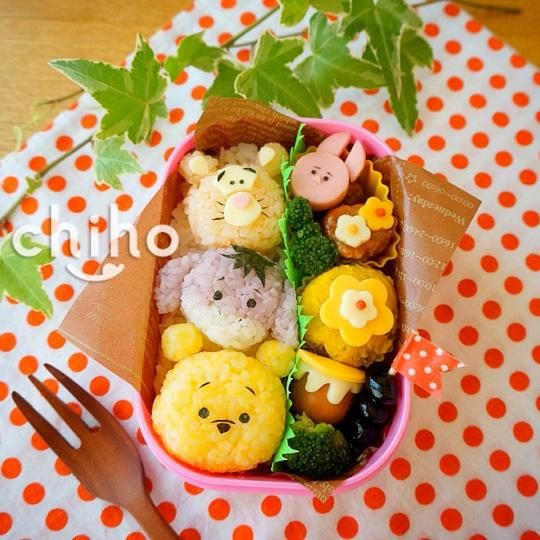 An adorable collection of Winnie the Pooh characters put into a sweet and friendly bento! ~