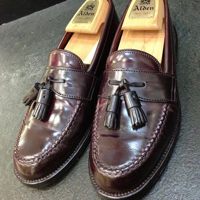 2017/11/03 11:55:05 show1fujita_shoeshiner ペニーローファーの形でタッセルつき〜😵 グッドデザイン賞✨ * #alden #usa #cordovan #shoeshine #shoepolish #polish #mirror #shoes #boots #leathershoes #leather #suit #clothes #fashion #style #cool #sexy #makeup #オールデン #アメリカ #コードバン #靴磨き #鏡面磨き #磨き #靴 #ブーツ #革靴 #革 #スーツ #ファッション