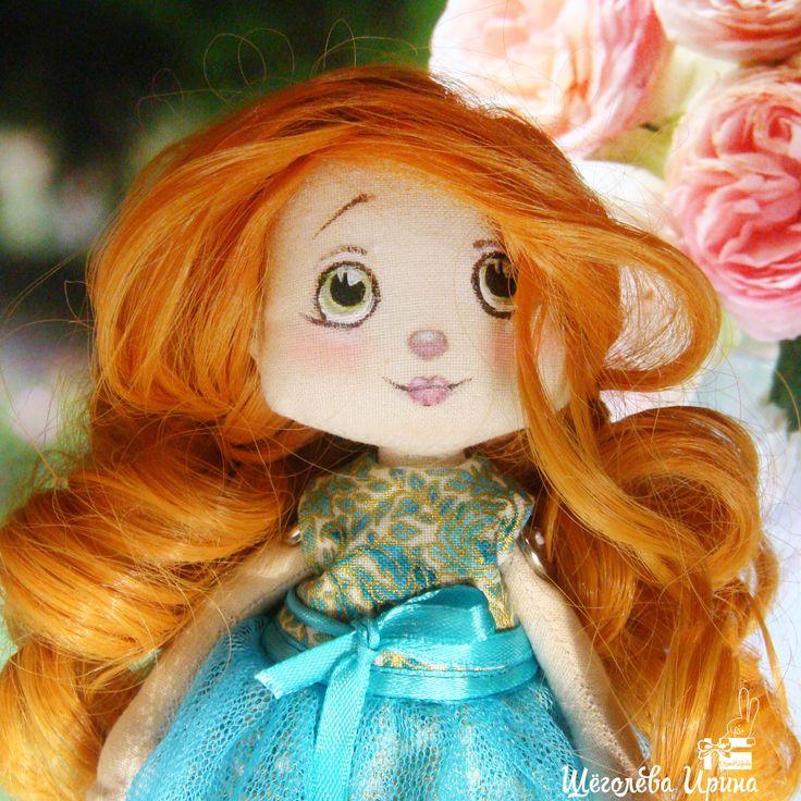 Рыжая куколка ручной работы в бирюзовом голубом платье. Подарок на Новый Год, День Рождения. Кукла малышка, трессы, милая девочка, добрый малыш, декор интерьера, украшение квартиры и дома.