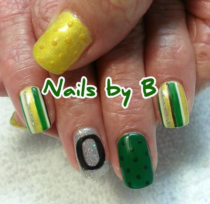 University of Oregon Ducks Nails by B #nailart #handpainted #nailsbyb #gelpolish #UofO #goducks #Oregon #Ducks