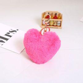 Trendový chlpatý prívesok na kabelku veľké srdce – ružový