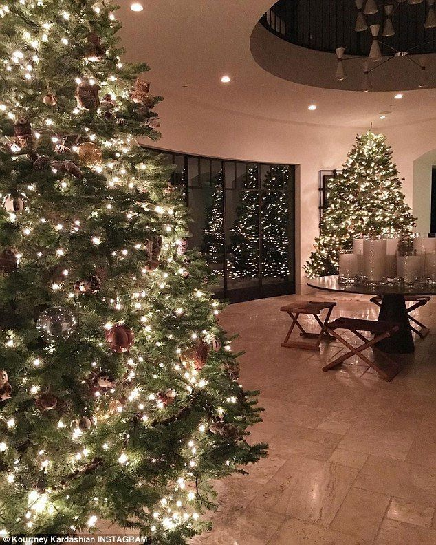 Kardashian Christmas Trees And Decorations A History Christmas Tree Decorations Kardashian Christmas Christmas Foyer