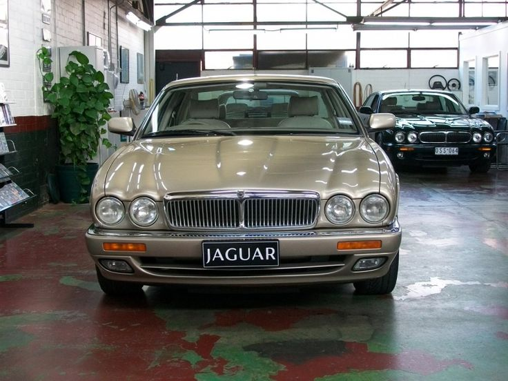 1997 Jaguar X300 XJ6 Sedan 3.2 - Lou Guthry Motors