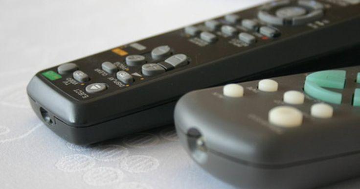 Instruções para o uso do controle remoto universal GE. O GE Universal Remote é um controle remoto multifunção projetado para o uso em sua televisão, bem como em aparelhos de som, DVD players e outros itens em seu sistema de home theater. As instruções para a operação são simples, independentemente do seu conhecimento em eletrônica.