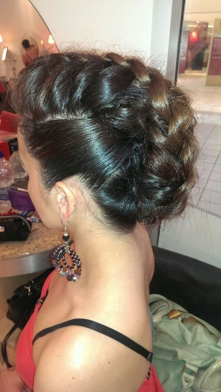 video tutorial from Lana Urban of a braided faux hawk. Not too shabby.