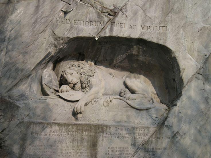 """Умирающий лев - """"самый грустный памятник в мире"""" (М.Твен). Посвящен швейцарским гвардейцам павшим при защите дворца Тюильри во время восстания 10 августа 1792 года"""