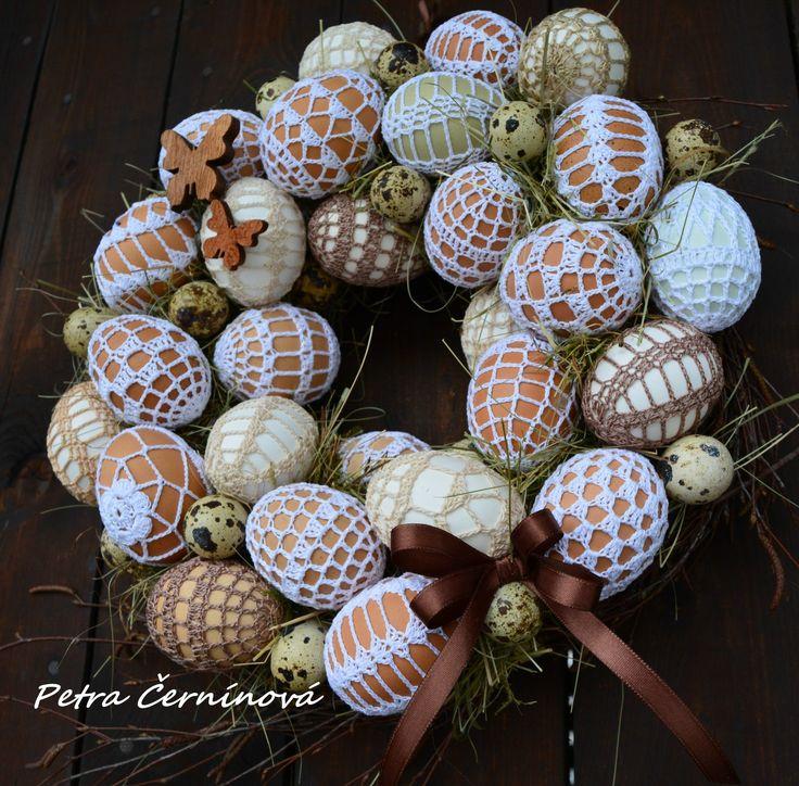 Handmade...přírodně Velikost 30 cm. -27 ručně háčkovaných vajíček -jen z přírodních materiálů