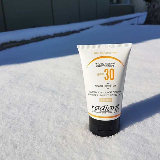 The sun is hiding even on the most snowy days ! Protect your skin with Radiant Photo Ageing Protection SPF30 Tinted ! You can even wear it like a foundation ;) #radiantprofessional #photoageingprotection #suncare #skincare #spf30 #tinted #protection #snow