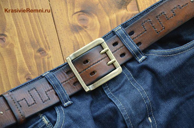 Каким должен быть идеальный мужской ремень в джинсы? Представляю модель на все времена - широкий мужской ремень рыжего цвета с эффектом затертости (Винтаж). Очень прочная и эластичная кожа. Пряжка с двумя язычками.