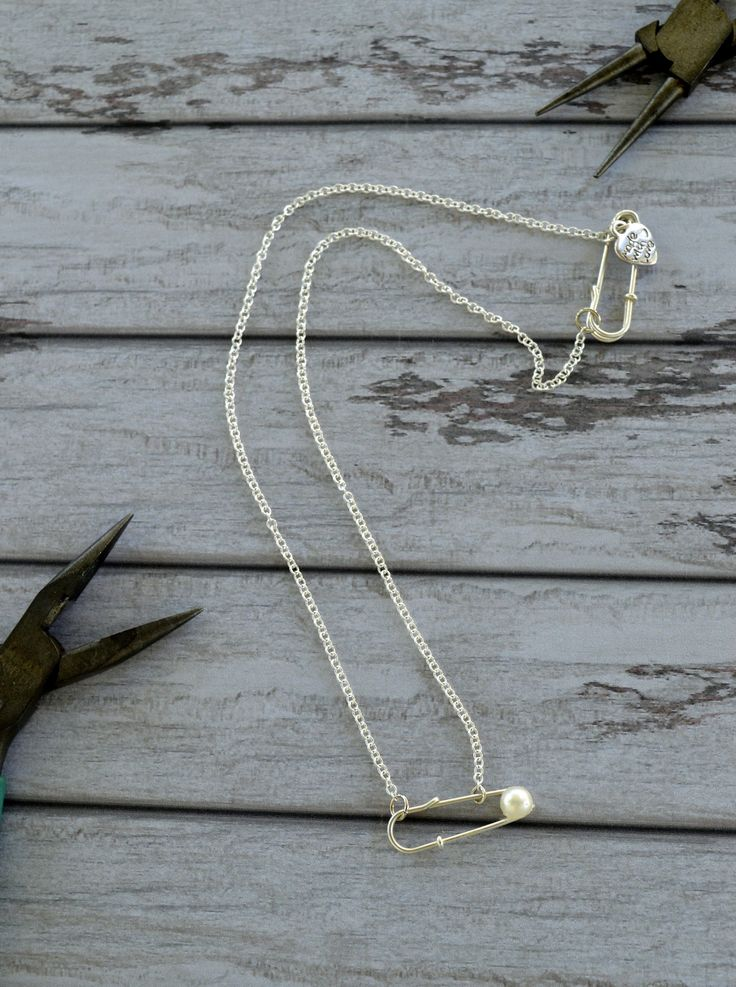 Safety Pin And Pearl Necklace  •  Free tutorial with pictures on how to make a safety pin necklace in under 10 minutes