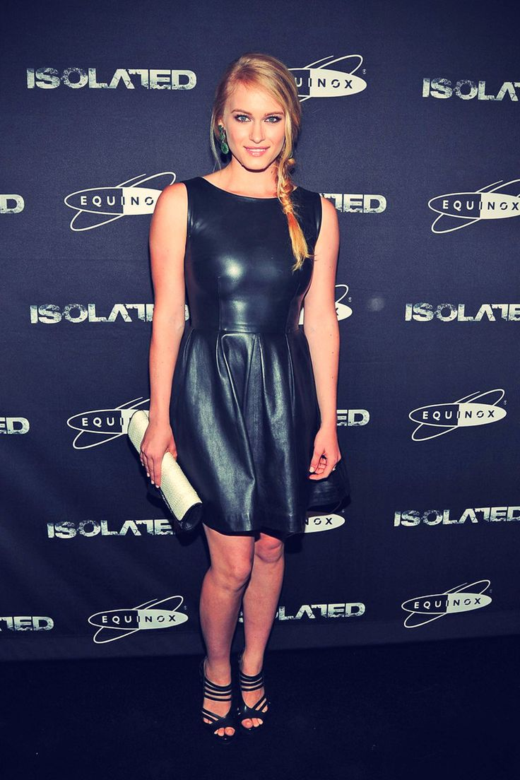 Leven Rambin arrives at the Isolated premiere Lederkleid